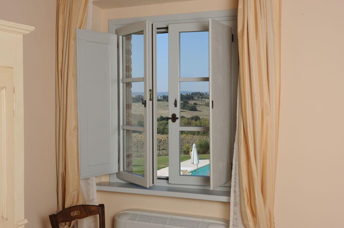 Cmb infissi finestre in legno massello verniciate - Verniciare finestre ...