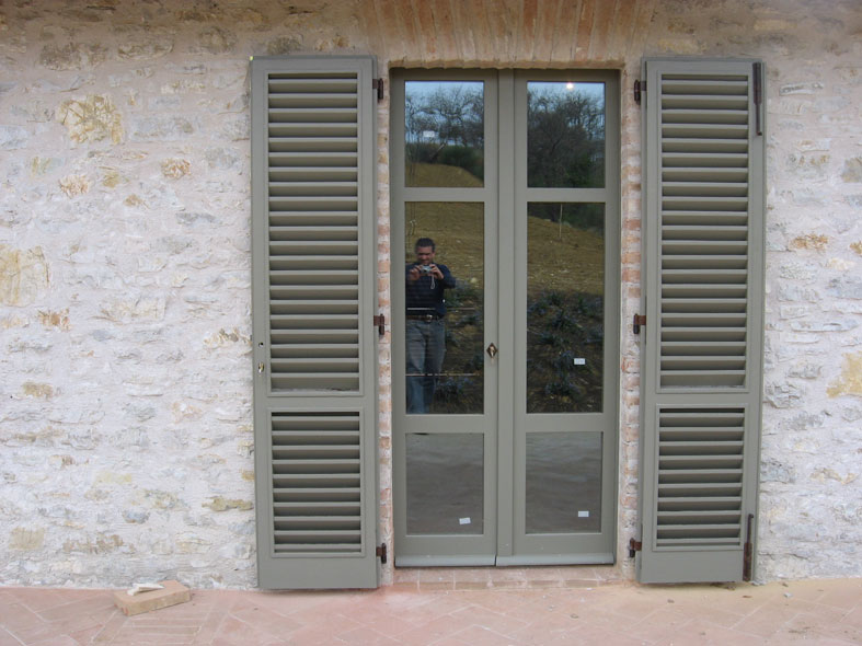 I verniciati di cmb infissi persiane e sportelloni verniciate - Verniciare finestre ...